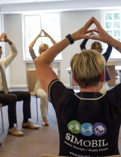 Fit im Büro - durch die Simobil Angebote wie Mobile Massage, Fitness im Büro oder die Bewegte Pause.